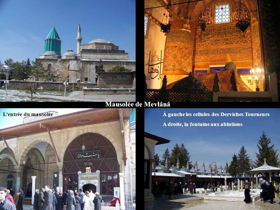 Mausolée de Mevlânâ L'entrée du mausolée