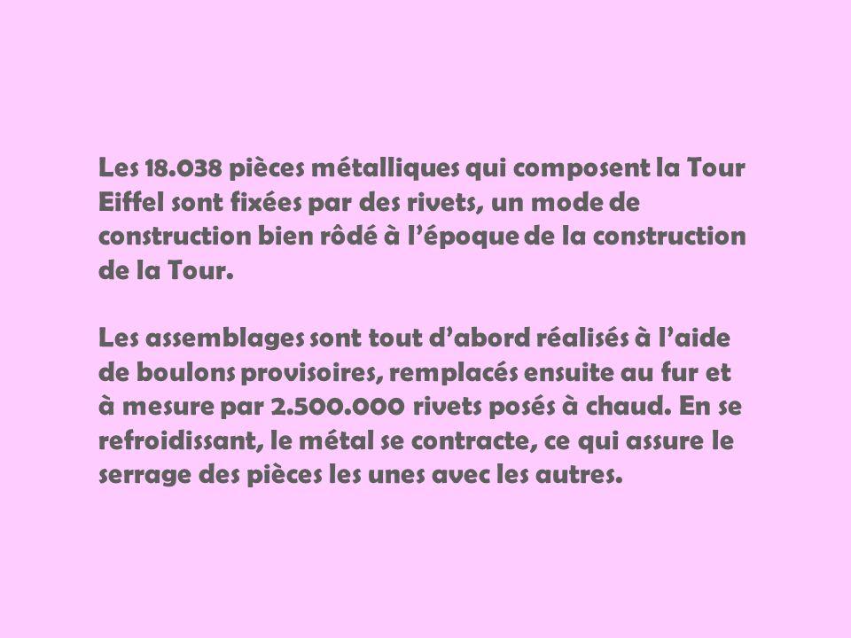 Les 18.038 pièces métalliques qui composent la Tour Eiffel sont fixées par des rivets, un mode de construction bien rôdé à l'époque de la construction de la Tour.