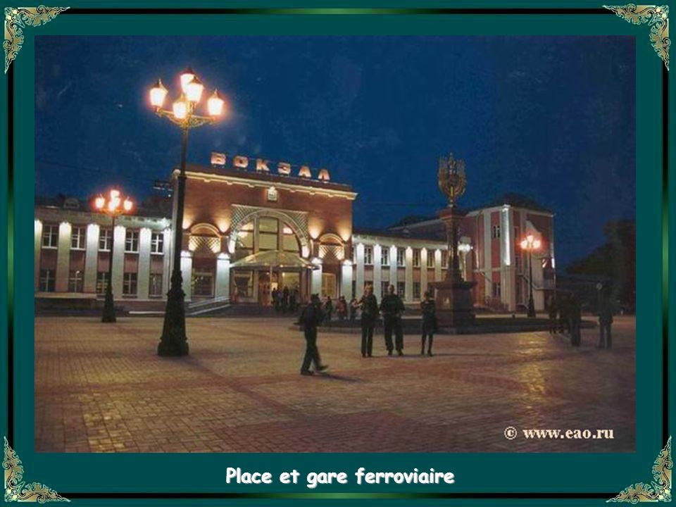 Place et gare ferroviaire