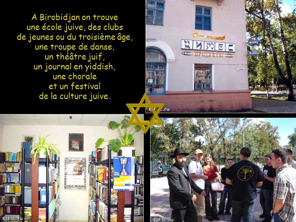 A Birobidjan on trouve une école juive, des clubs de jeunes ou du troisième âge, une troupe de danse, un théâtre juif, un journal en yiddish, une chorale et un festival de la culture juive.