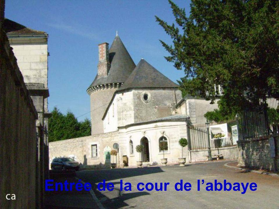 Entrée de la cour de l'abbaye