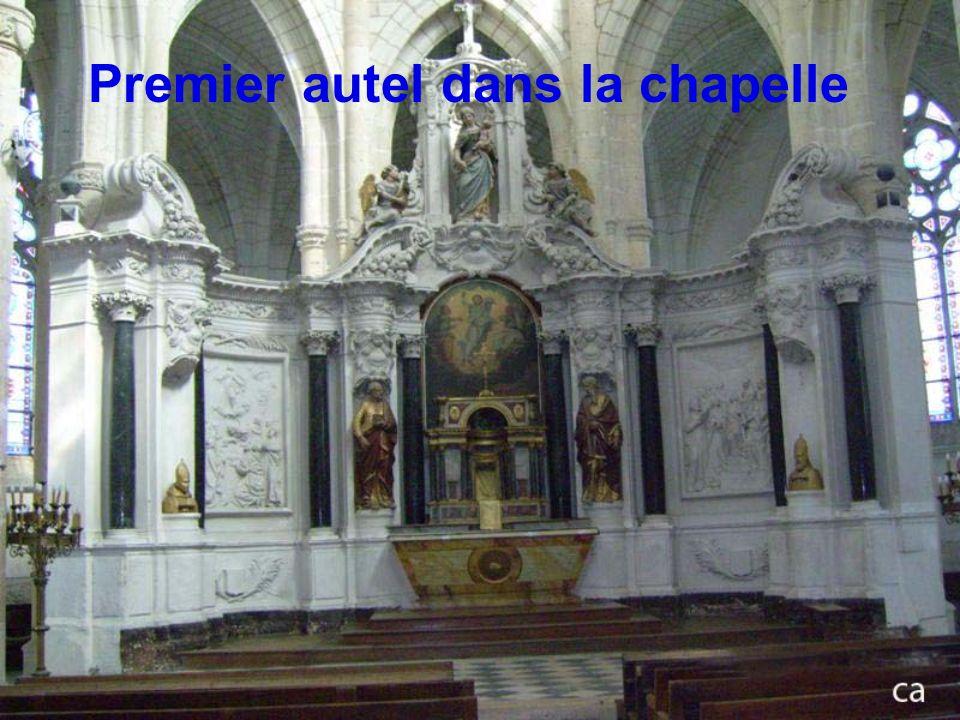 Premier autel dans la chapelle