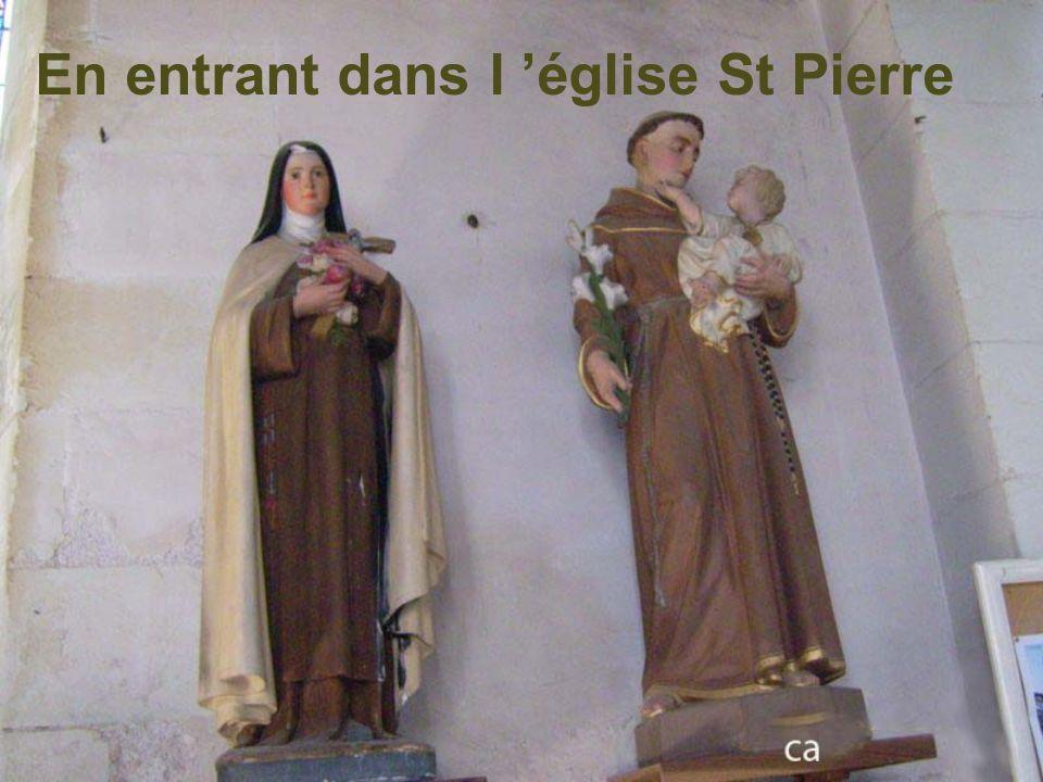 En entrant dans l 'église St Pierre
