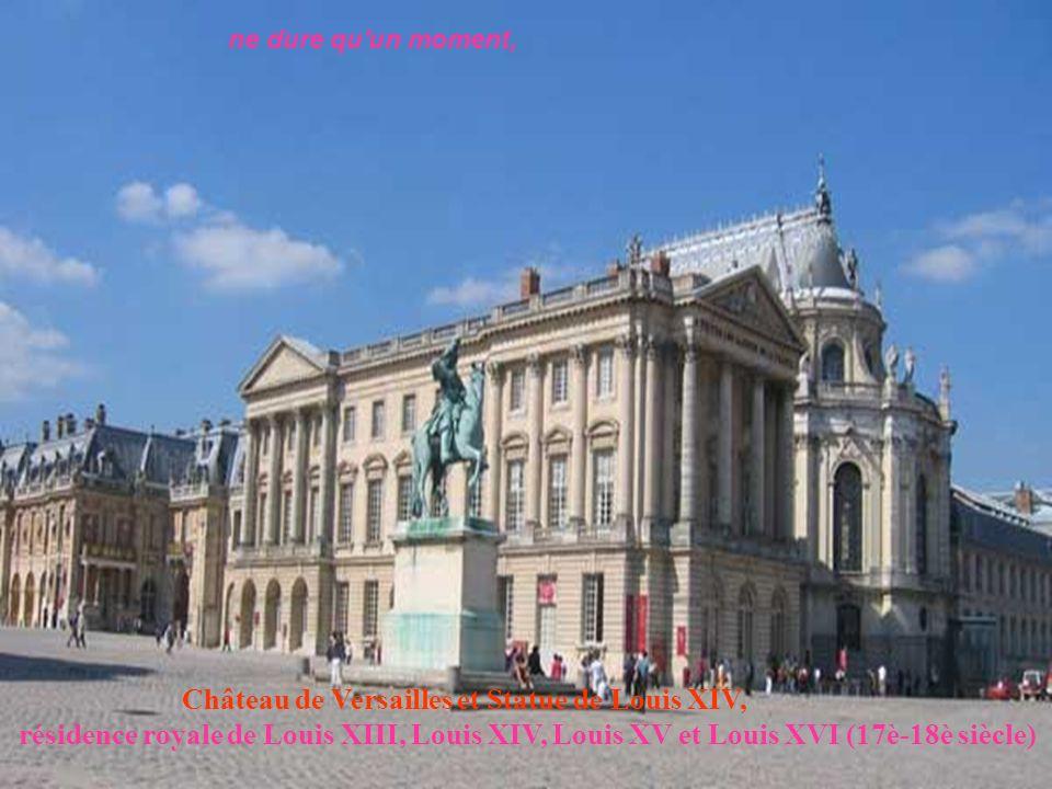Château de Versailles et Statue de Louis XIV,