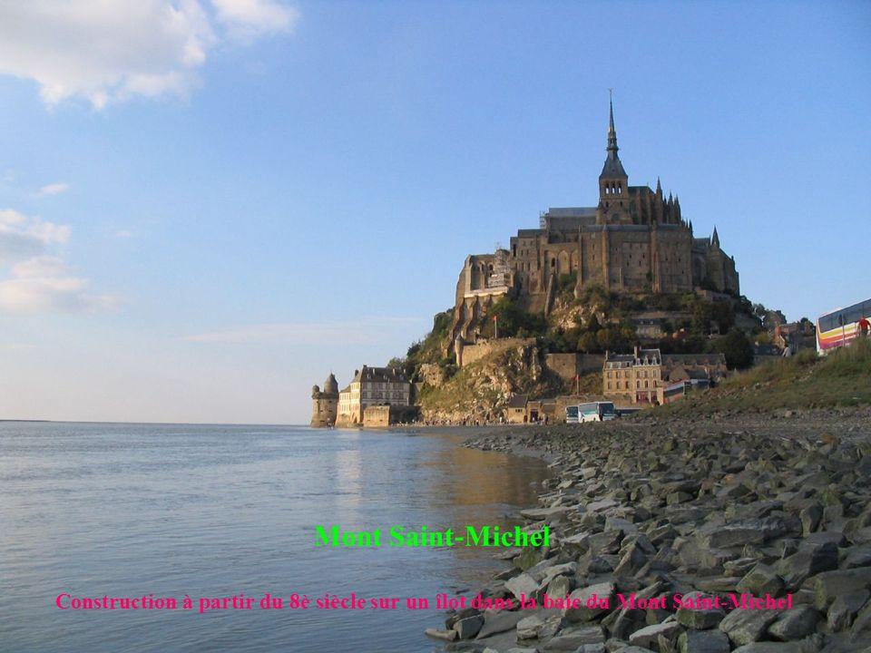 Mont Saint-Michel Construction à partir du 8è siècle sur un îlot dans la baie du Mont Saint-Michel