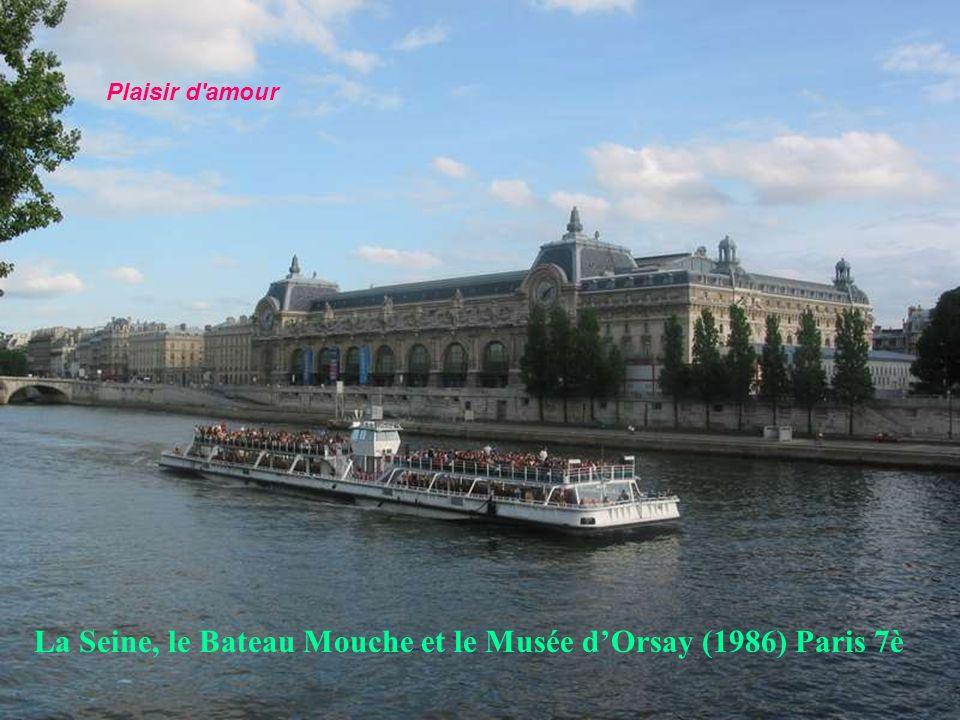 La Seine, le Bateau Mouche et le Musée d'Orsay (1986) Paris 7è