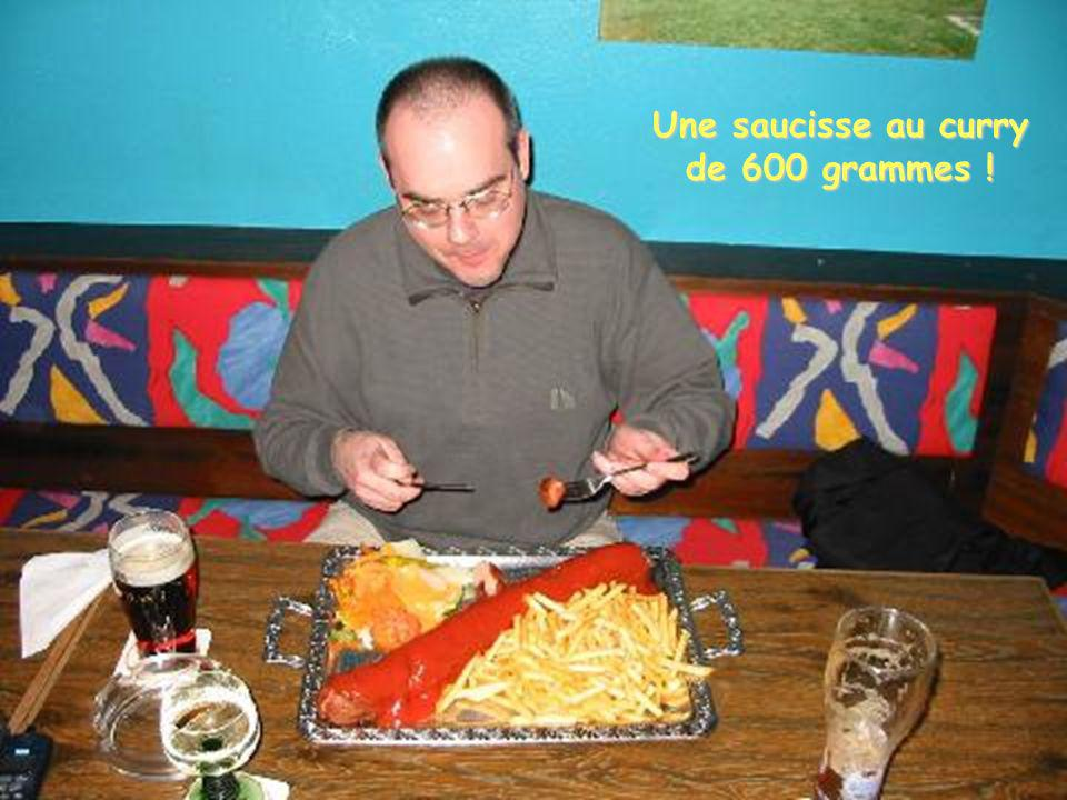 Une saucisse au curry de 600 grammes !