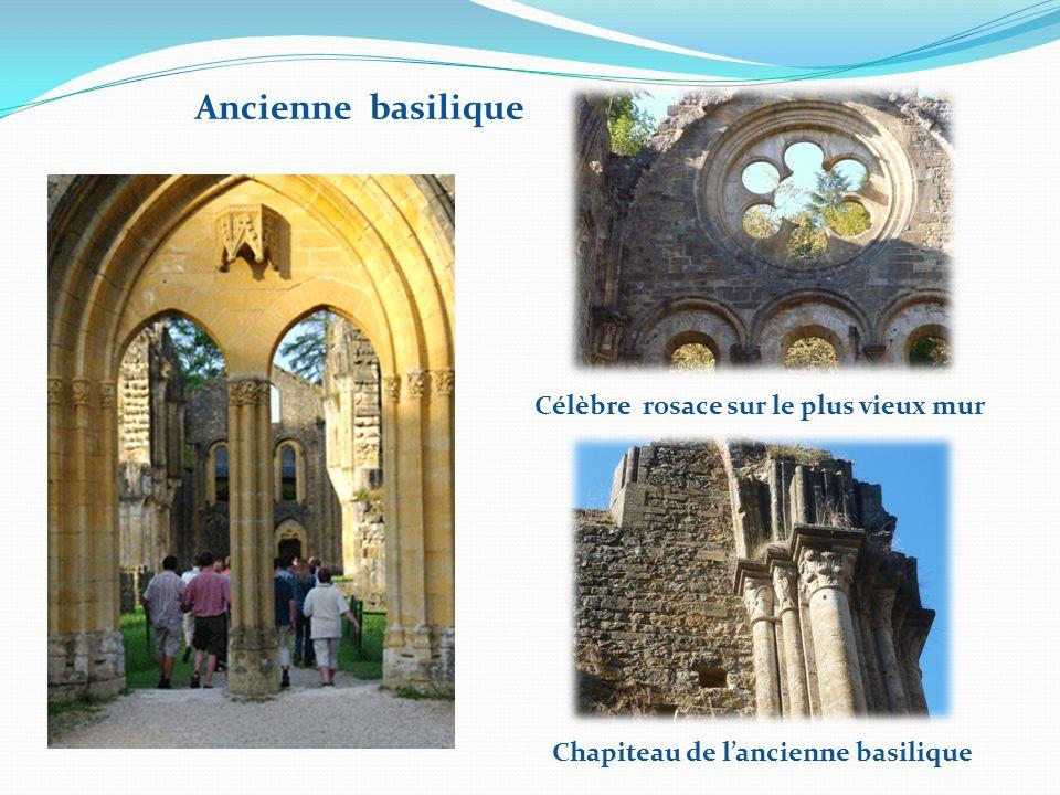 Célèbre rosace sur le plus vieux mur Chapiteau de l'ancienne basilique