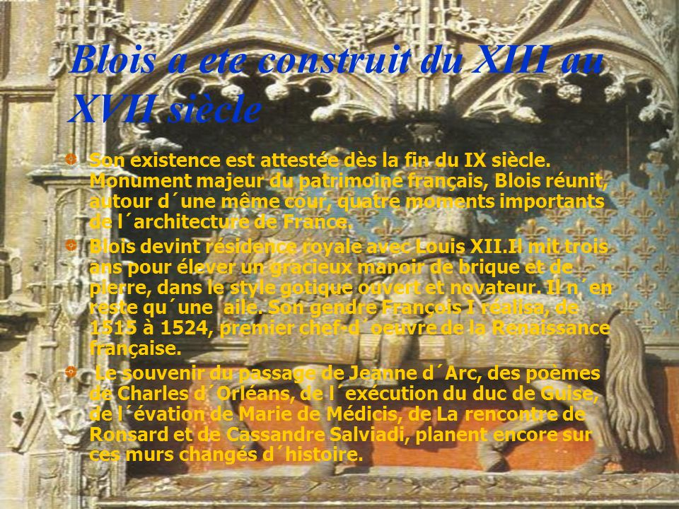 Blois a ete construit du XIII au XVII siècle