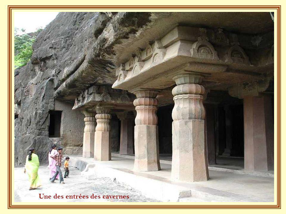 Une des entrées des cavernes