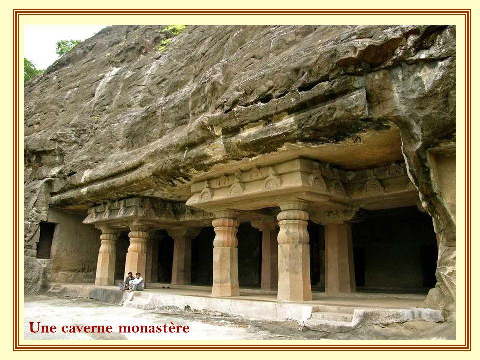Une caverne monastère
