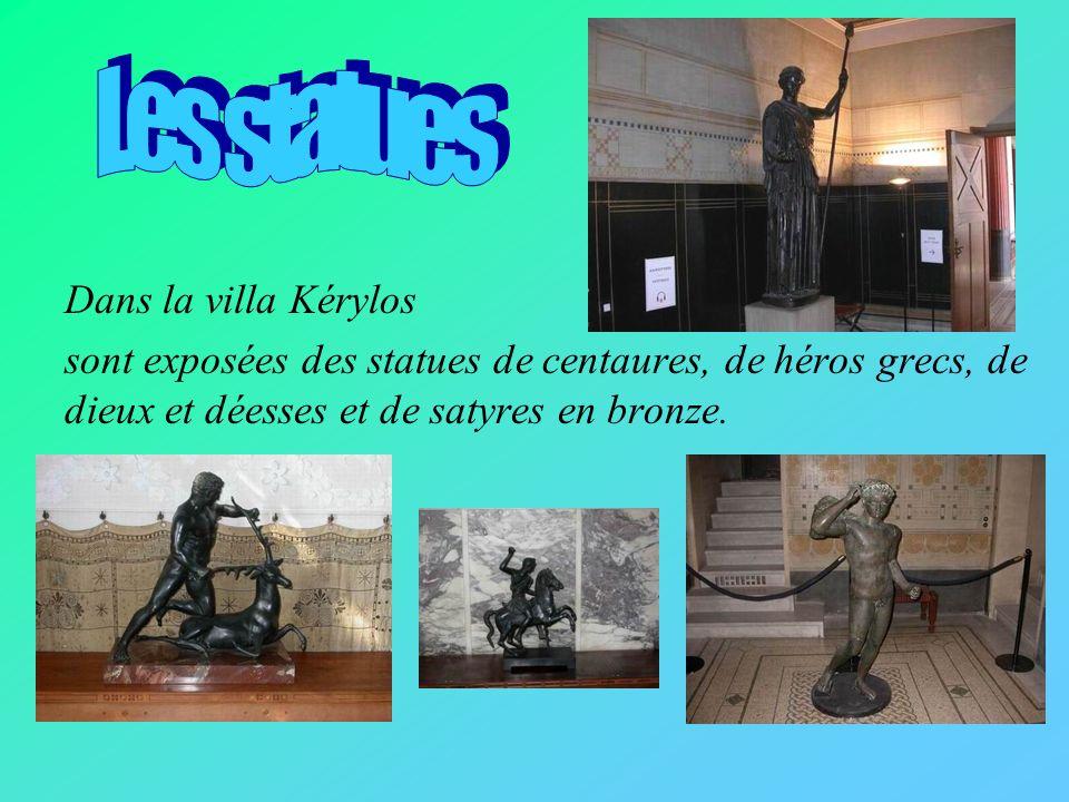 Les statues Dans la villa Kérylos