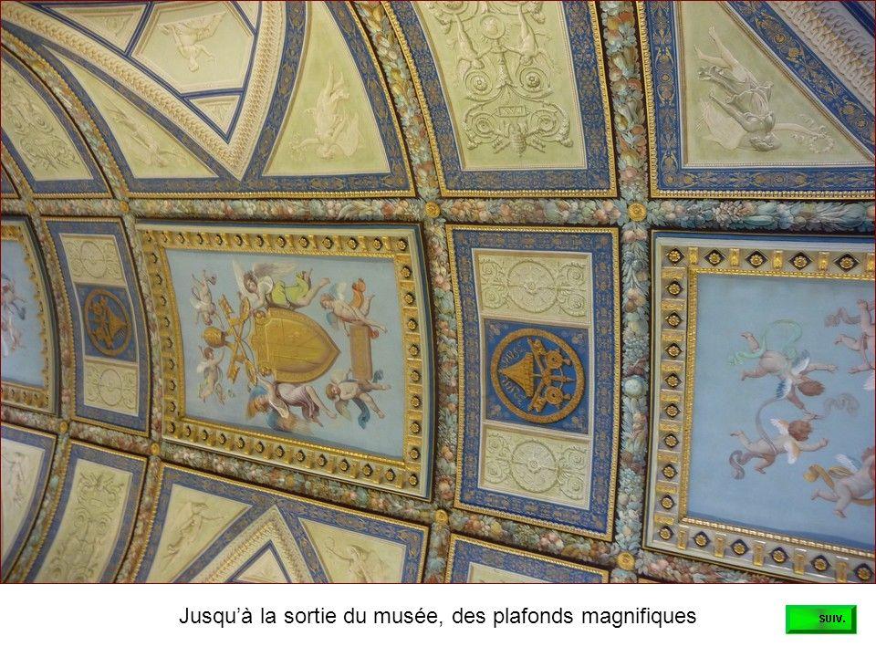 Jusqu'à la sortie du musée, des plafonds magnifiques