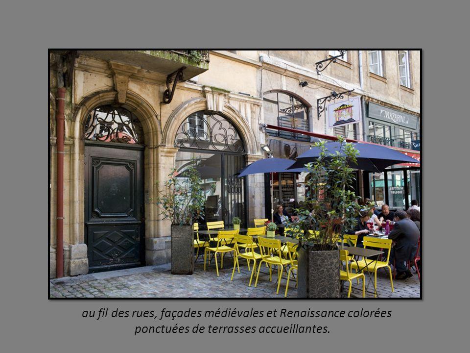 au fil des rues, façades médiévales et Renaissance colorées