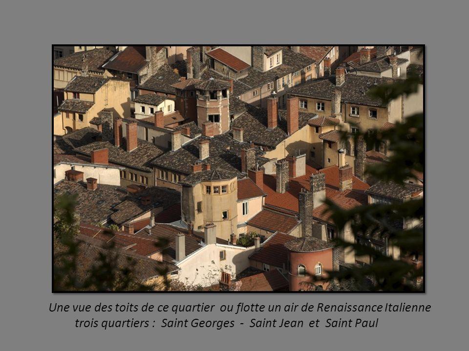 Une vue des toits de ce quartier ou flotte un air de Renaissance Italienne