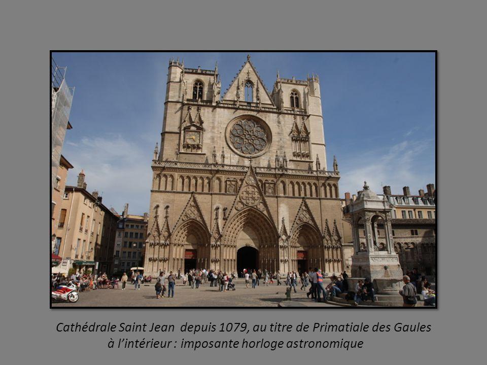 Cathédrale Saint Jean depuis 1079, au titre de Primatiale des Gaules