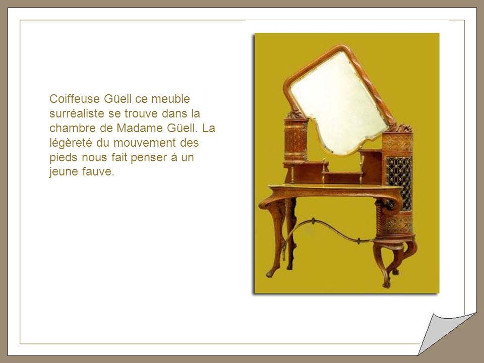 Coiffeuse Güell ce meuble surréaliste se trouve dans la chambre de Madame Güell.