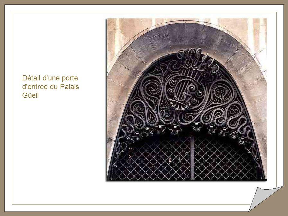 Détail d une porte d entrée du Palais Güell
