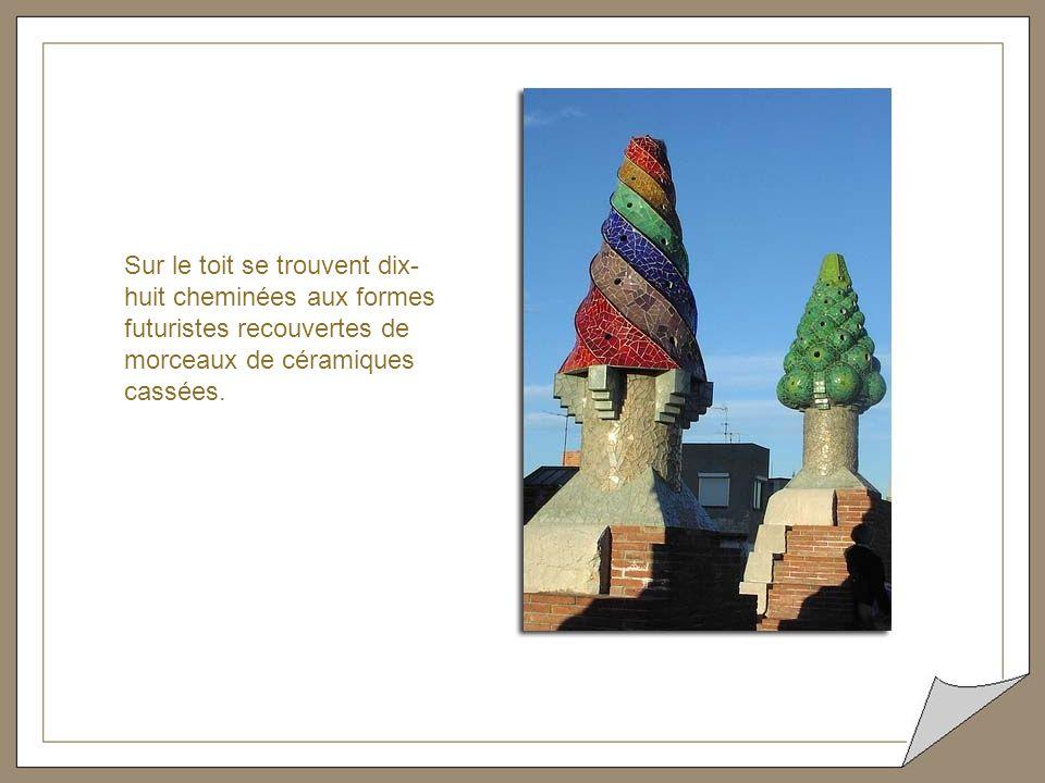 Sur le toit se trouvent dix-huit cheminées aux formes futuristes recouvertes de morceaux de céramiques cassées.
