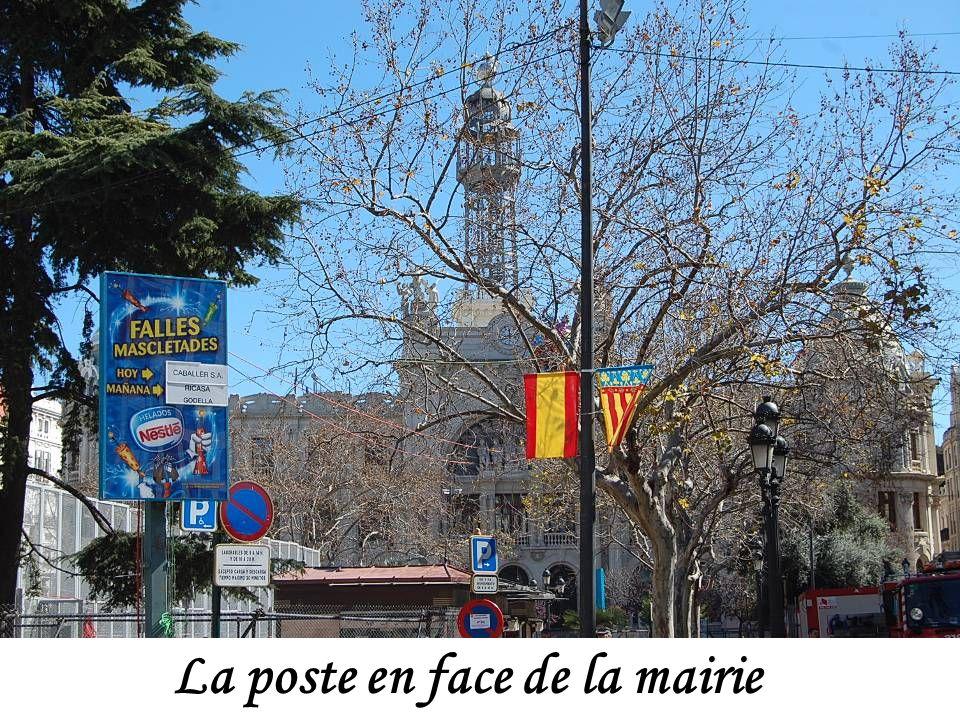 La poste en face de la mairie