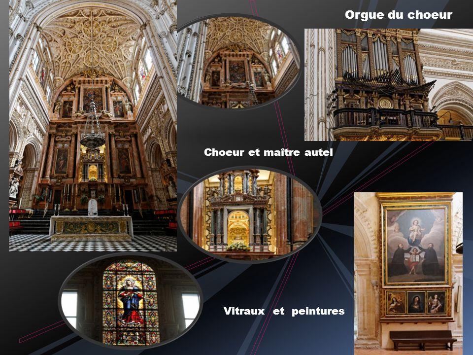 Orgue du choeur Choeur et maître autel Vitraux et peintures