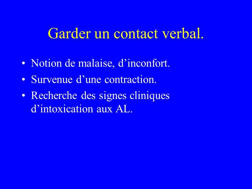 Garder un contact verbal.