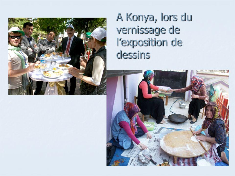 A Konya, lors du vernissage de l'exposition de dessins