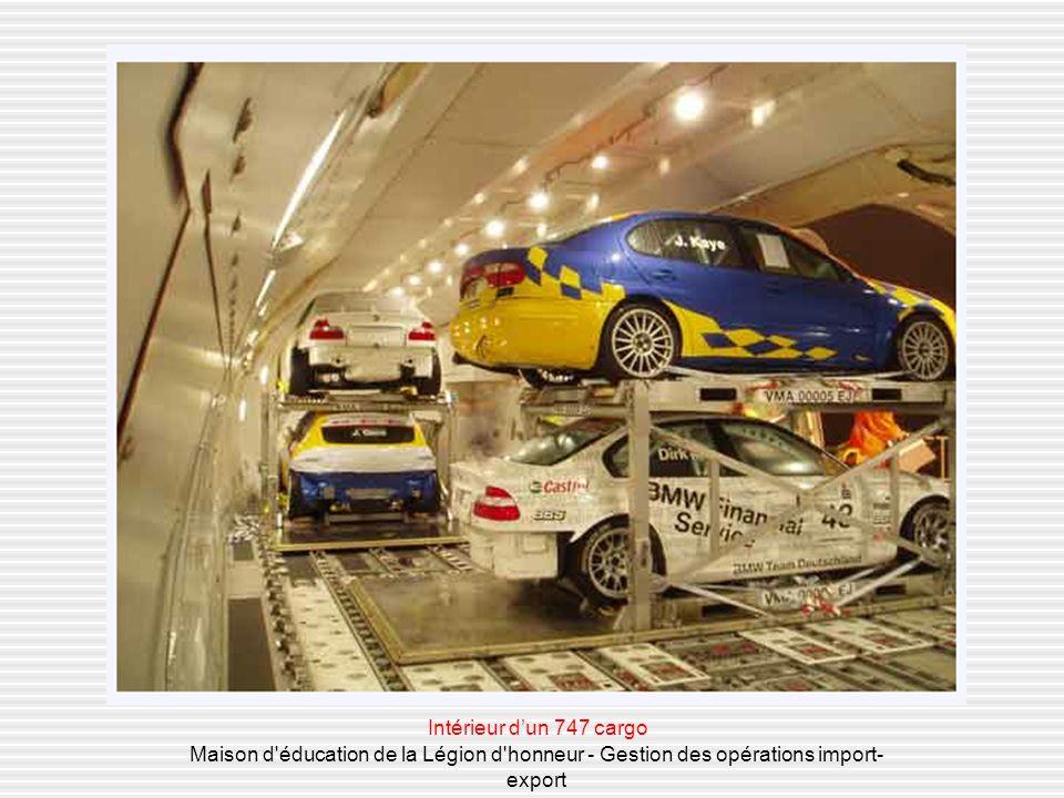 Intérieur d'un 747 cargo Maison d éducation de la Légion d honneur - Gestion des opérations import-export.