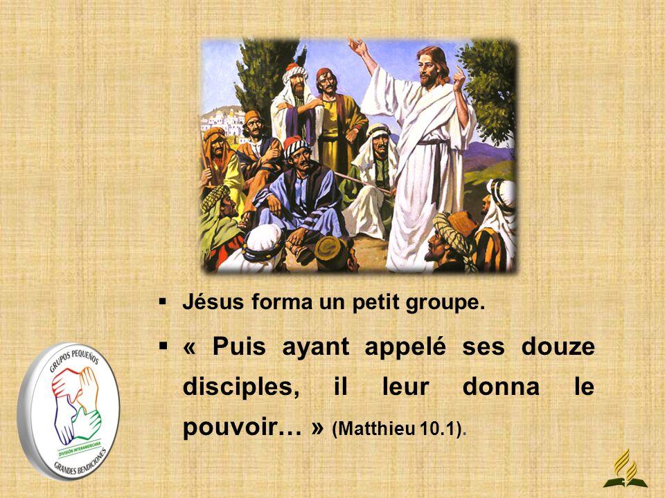 Jésus forma un petit groupe.