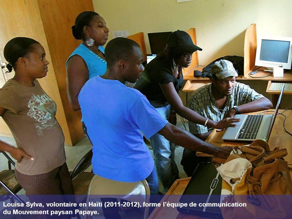Louisa Sylva, volontaire en Haïti (2011-2012), forme l'équipe de communication