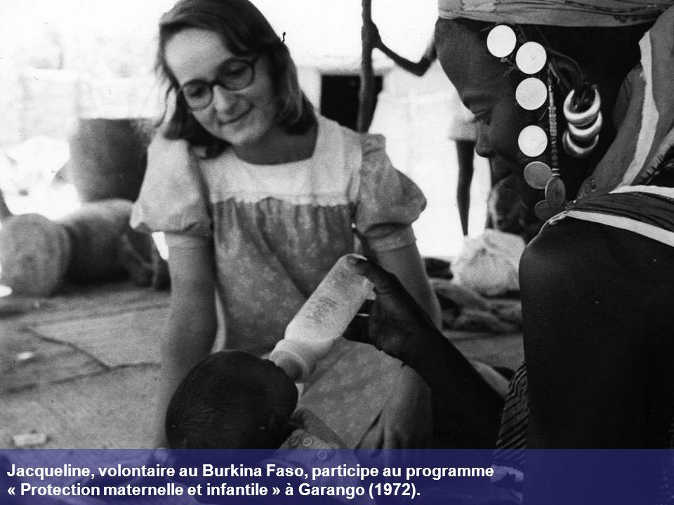 Jacqueline, volontaire au Burkina Faso, participe au programme « Protection maternelle et infantile » à Garango (1972).
