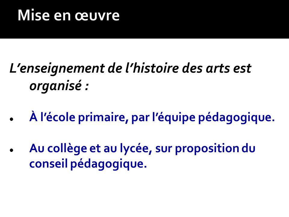 L'enseignement de l'histoire des arts est organisé :