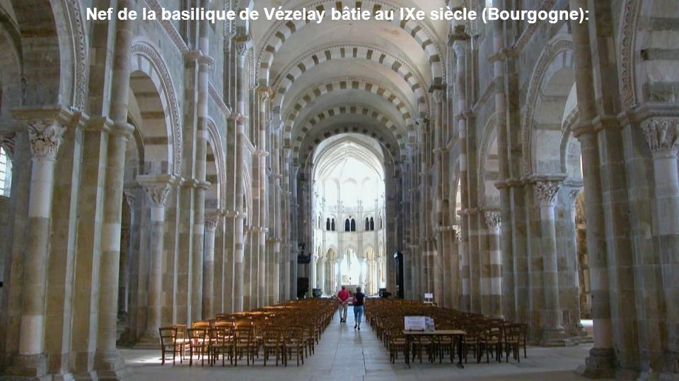 Nef de la basilique de Vézelay bâtie au IXe siècle (Bourgogne):