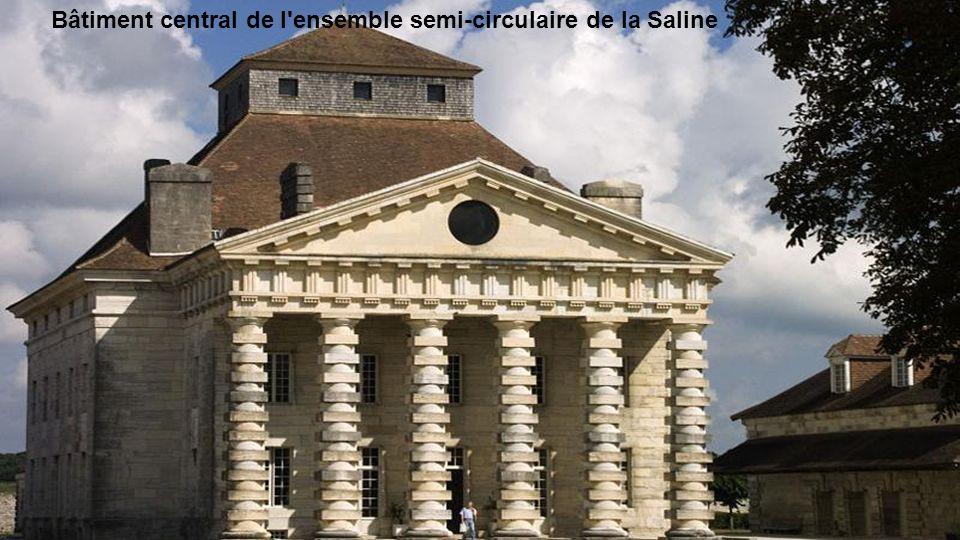 Bâtiment central de l ensemble semi-circulaire de la Saline