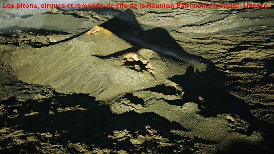 Les pitons, cirques et remparts de l île de la Réunion Patrimoine mondial Unesco.