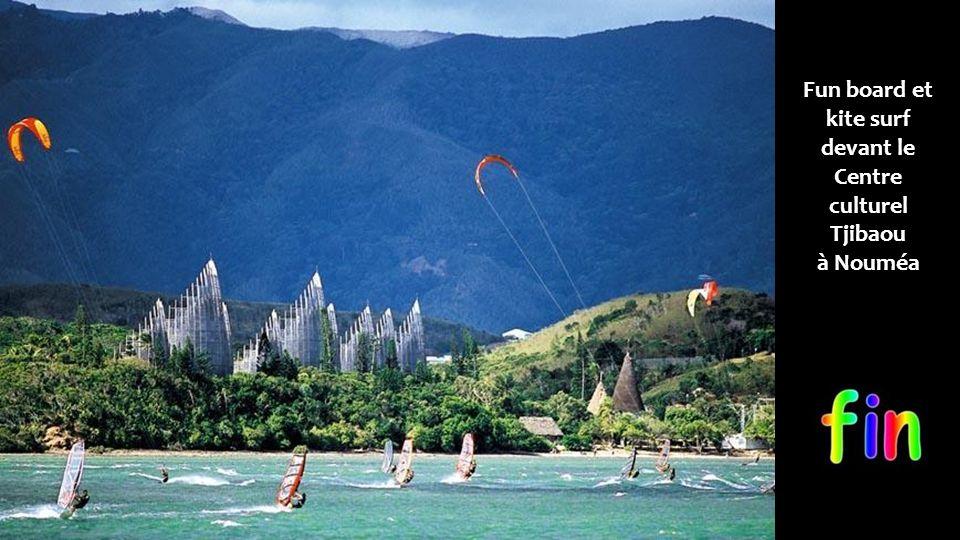 Fun board et kite surf devant le Centre culturel Tjibaou