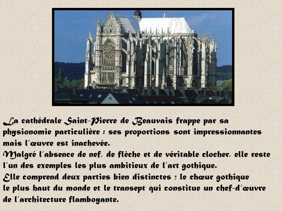La cathédrale Saint-Pierre de Beauvais frappe par sa physionomie particulière : ses proportions sont impressionnantes mais l'œuvre est inachevée.