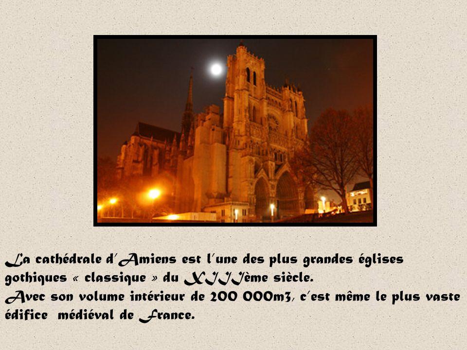 La cathédrale d'Amiens est l'une des plus grandes églises gothiques « classique » du XIIIème siècle.