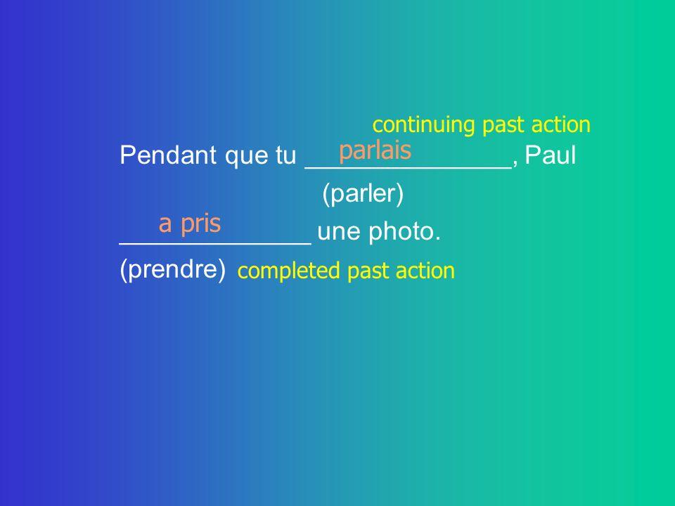 Pendant que tu ______________, Paul (parler) _____________ une photo.