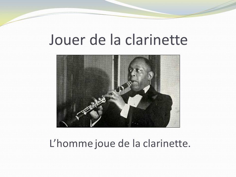 Jouer de la clarinette L'homme joue de la clarinette.