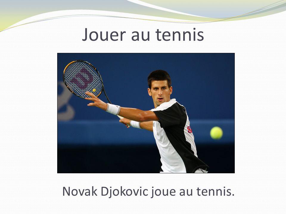 Jouer au tennis Novak Djokovic joue au tennis.