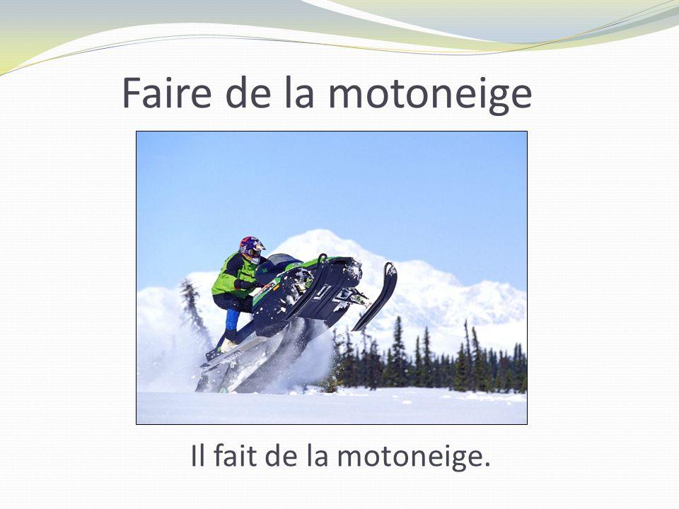 Faire de la motoneige Il fait de la motoneige.