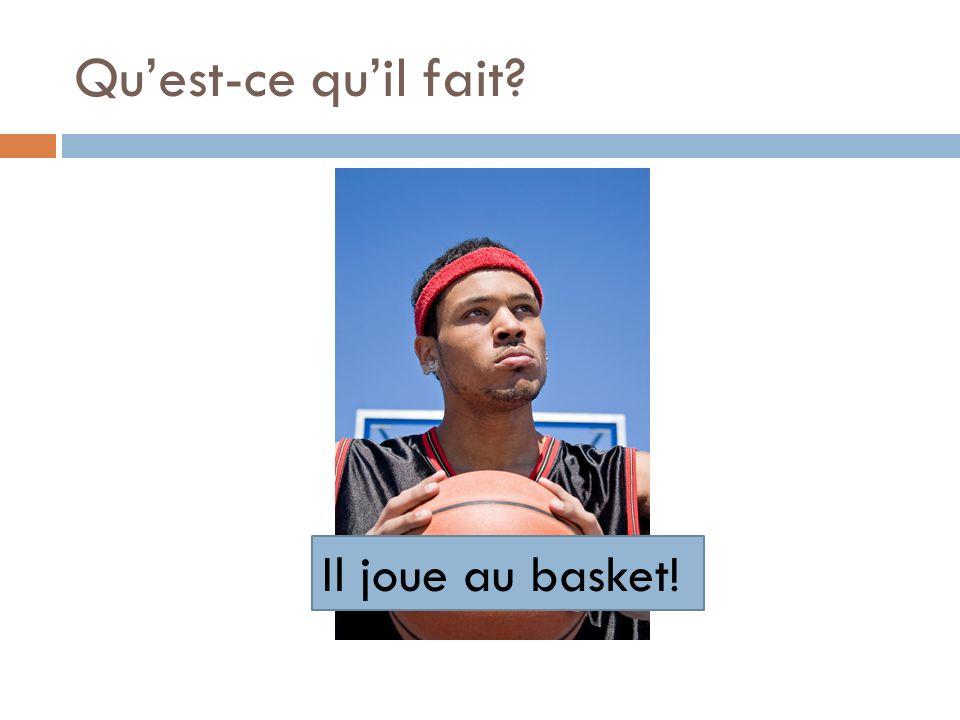 Qu'est-ce qu'il fait Il joue au basket!