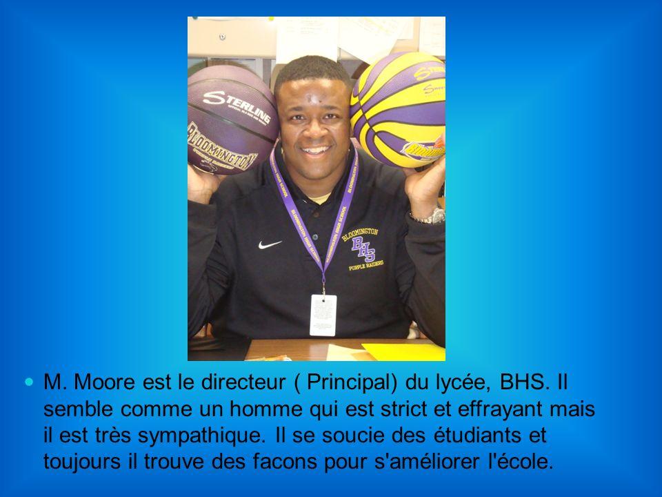 M. Moore est le directeur ( Principal) du lycée, BHS