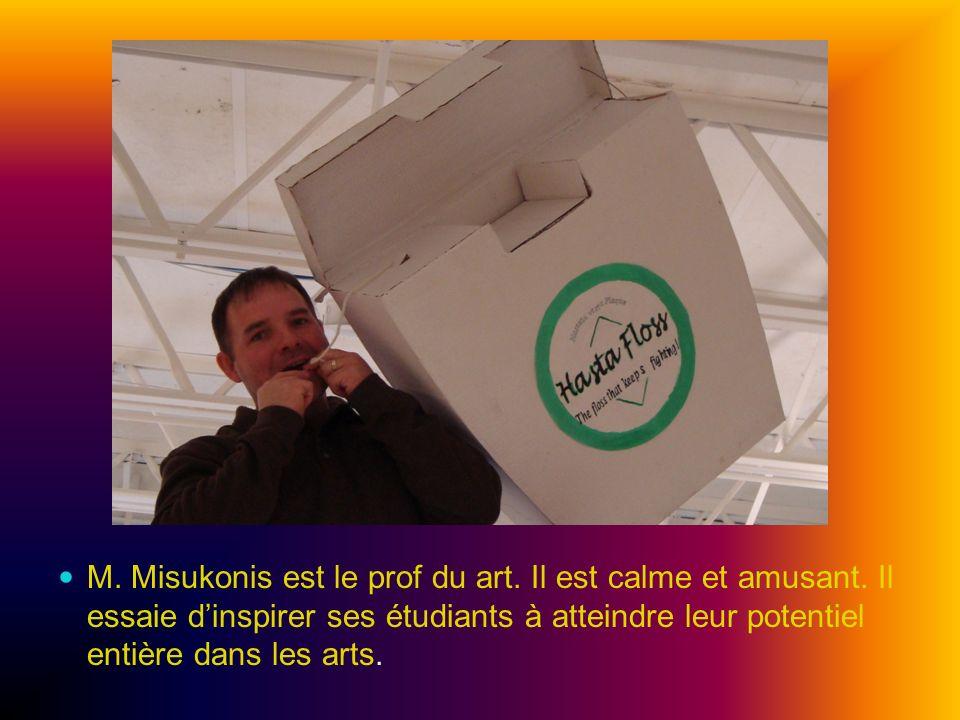 M. Misukonis est le prof du art. Il est calme et amusant