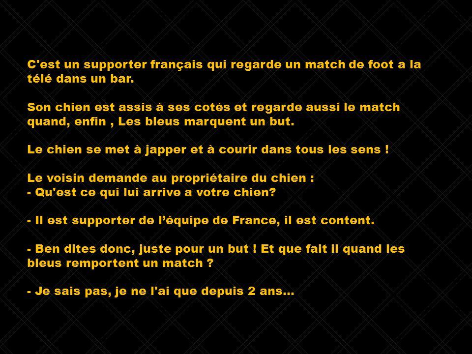 C est un supporter français qui regarde un match de foot a la télé dans un bar.