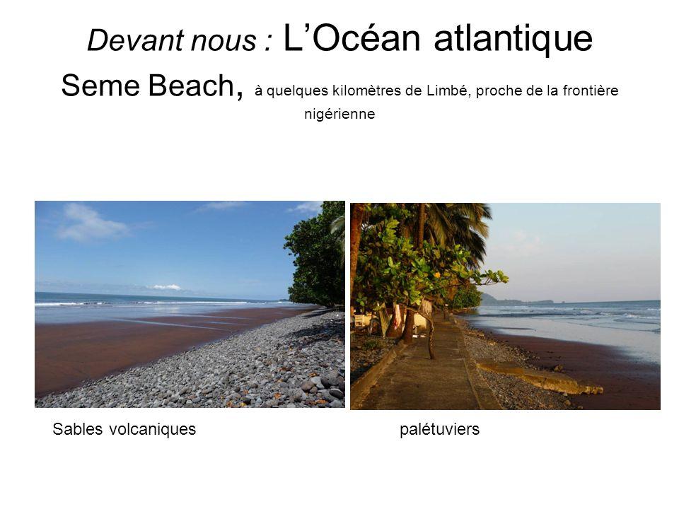 Devant nous : L'Océan atlantique Seme Beach, à quelques kilomètres de Limbé, proche de la frontière nigérienne
