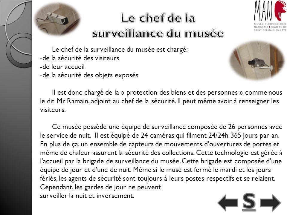 Le chef de la surveillance du musée