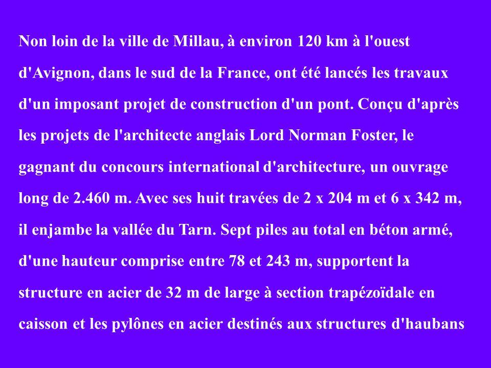 Non loin de la ville de Millau, à environ 120 km à l ouest d Avignon, dans le sud de la France, ont été lancés les travaux d un imposant projet de construction d un pont.
