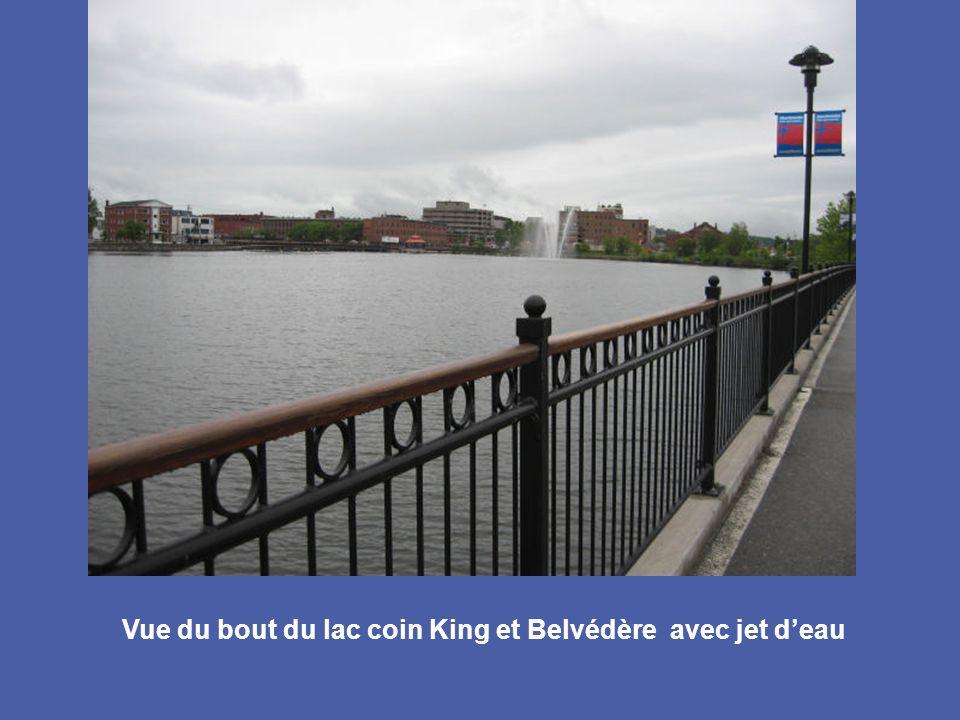 Vue du bout du lac coin King et Belvédère avec jet d'eau